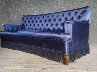 Καναπές με καπιτονέ πλάτη