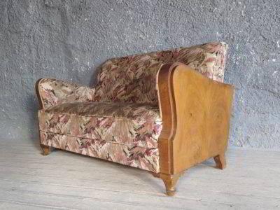 Καναπές με αγγλέ πόδια