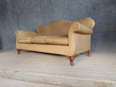 Καναπές κλασικός με αγγλέ πόδια