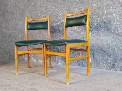 Καρέκλα με δερματίνη ταπετσαρία
